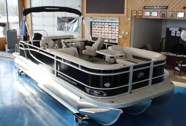 2021 Tritoon Princecraft 23' Rear Sun Pad 150 Mercery!